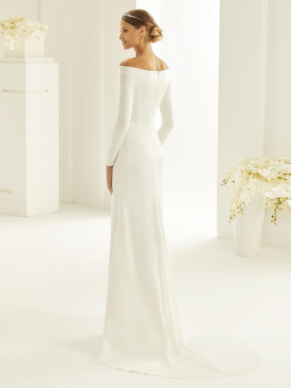 Schlichte, elegante Brautkleider bei Brautmode Horn München